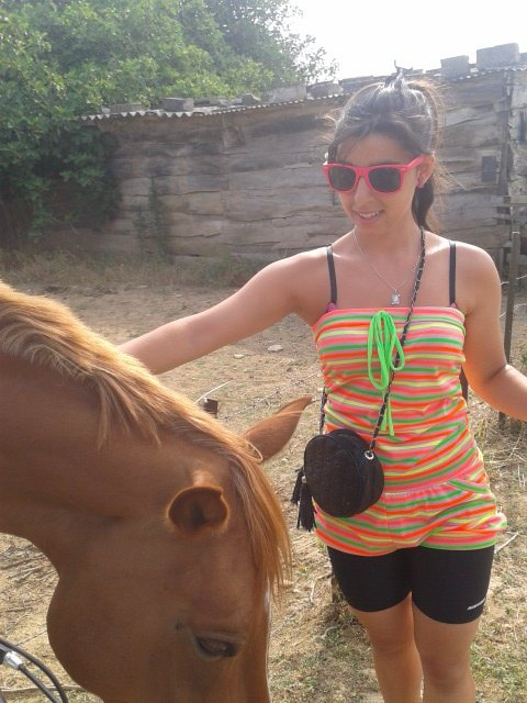 le cheval etait sosciable et magnifique <3<3<3<3