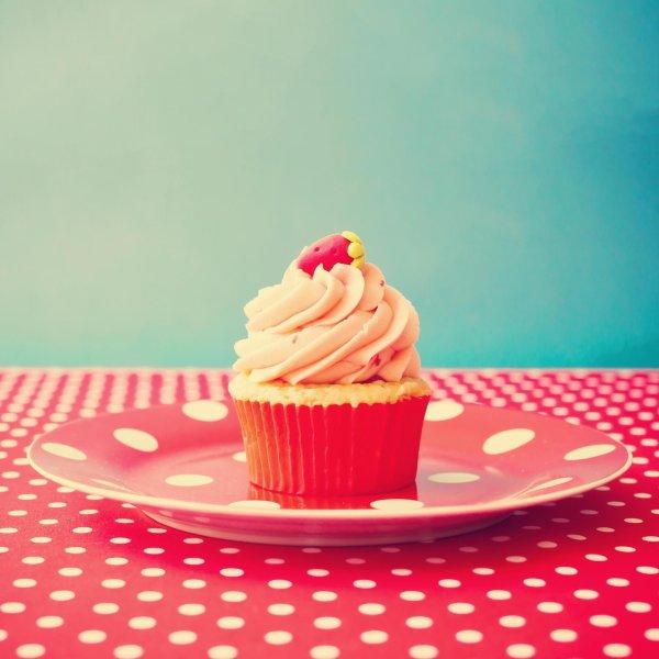 Je mange du gâteau parce que c'est l'anniversaire de quelqu'un quelque part. Jolie excuse :)