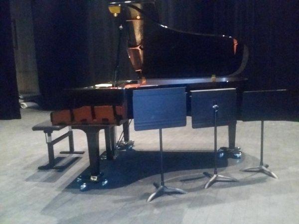 le 17.12.2016 RAYMON1101 joue au PIANO classique Des cantiques au conservatoire