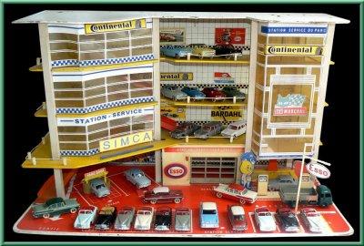 garage pour voitures au 1 43 les inoubliables dinky toys et autres petites. Black Bedroom Furniture Sets. Home Design Ideas