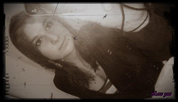 """"""" Don't let them tell you that there's a right way to fall in love . . . """" _______________________________________________________________ [Ne les laisse pas te dire qu'il y a une bonne manière de tomber amoureux. . . ] _______________________________________________________ - Voxtrot, """" Your Biggest Fan """" ____________________________________________________"""