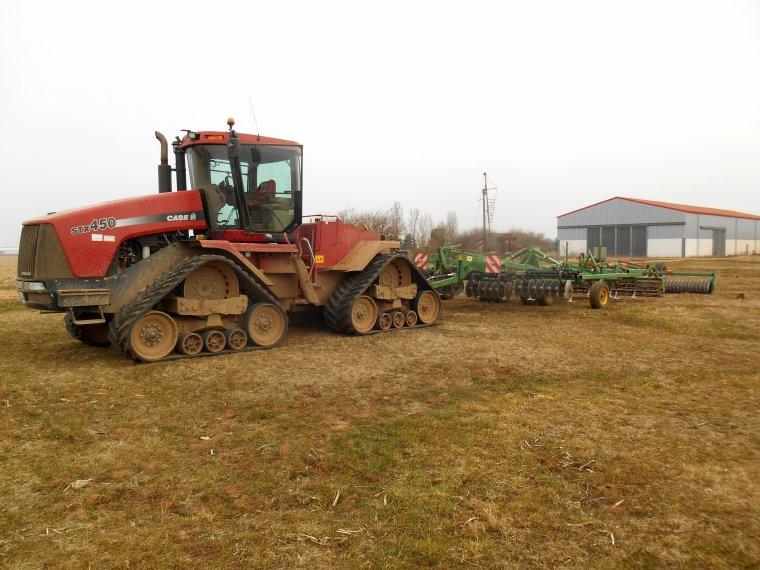 début des préparations de sol pour le maïs