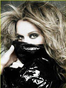 Céline Dion pose topless et en latex pour V Magazine