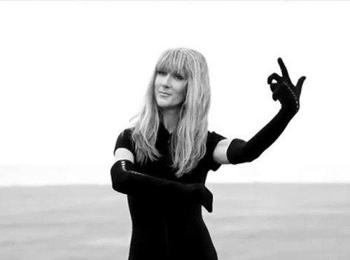 Céline Dion, méconnaissable et topless pour 'V Magazine'