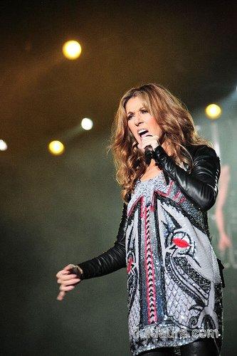 Céline Dion : Sa nouvelle chanson, une déclaration d'amour à son père (Vidéo)