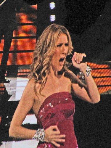 """Céline Dion : Regardez le clip de """"Parler à mon père"""" , son nouveau single."""