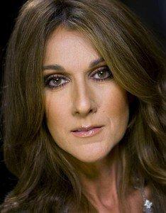 Céline Dion, en plein retour musical, allaite encore l'un de ses deux jumeaux