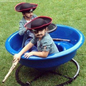 Les jumeaux de Céline Dion petits pirates pour Halloween (Photo)