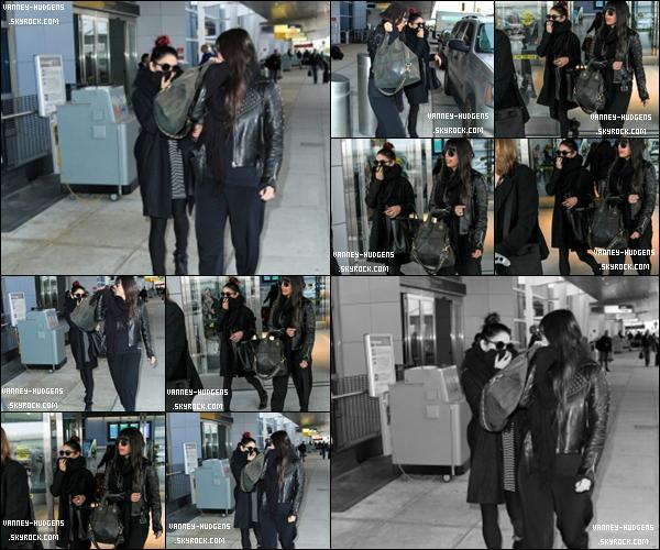 0●● 05.11.14 : Vanessa H . été avec une amie a l'aéroport de New York - Amérique . Qu'en penses tu ?
