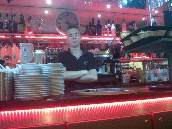 Au boulot derrière le bar