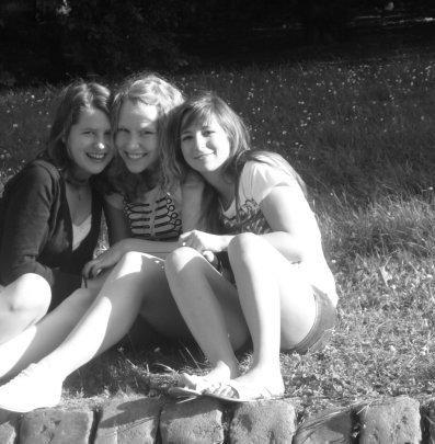 ♥ Les amis sont les anges qui nous soulèvent quand nos ailes n'arrivent plus à se rappeller comment voler.