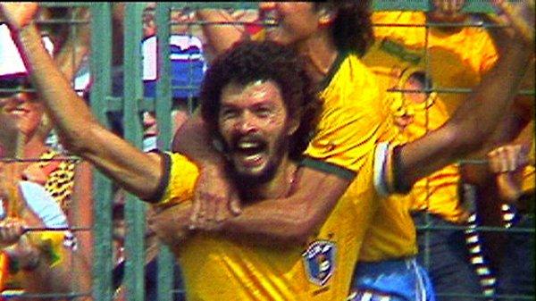 Brésil: Socrates, la mort d'un homme accompli