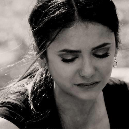 """هناك نوع من الحب لا يمـوت فِي الاعماق أبدا مهما تفننا في اختراع طرق النسيان، ومهما اشتدت رياح الخيانة ، ومهما عـلا طوفان الغـدر ، ومهما انهارت جبال الأشواق .. فهو كالروح الملتصقة بالجسد """"للا يغادرها إلا … بالموت ..!! ........!!???"""