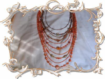 59 - BIJOUX - Un sautoir dégradé de orange et marron