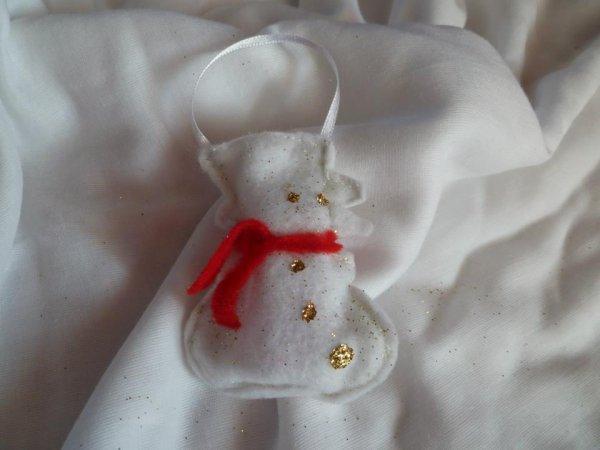 104 - DECO -  Noel à suspendre au sapin