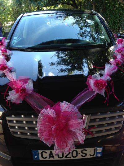 Décoration de voiture de mariés