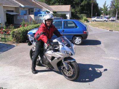 16 - MOTO - L'homme à la moto
