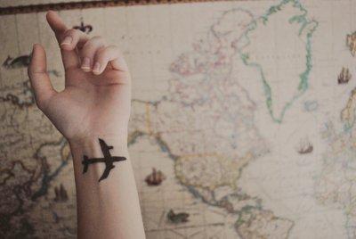 Laura en vacances, épisode 1 : L'aeroport