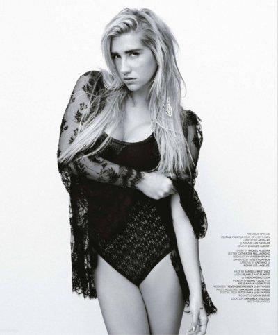 Magazines & Articles > 2010 > BlackBook Magazine - November 2010     PHOTOS CADEAUX !!!!