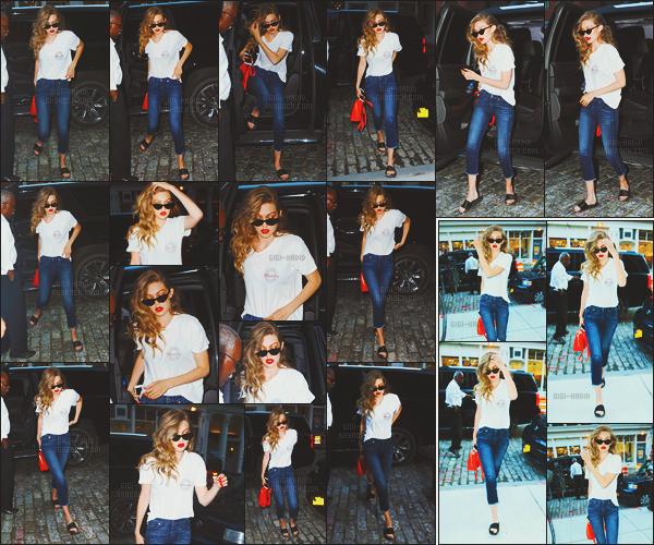 - -• 14/07/16- : Repérée avec son petit-ami  Zayn Malik, le couple ZiGi quittait l'appartement de la mannequin - à New-York.    Et c'est le même jour que la blonde a également été photographiée seule cette fois-ci aux abords de sa résidence. Je trouve que Gi' H était superbe. -