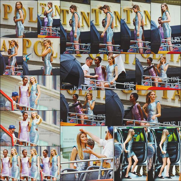 - -• 18/07/16'- : Égérie Maybelline, la top a pris la pose aux côtés de la sublime Herieth Paul pour la marque de cosmétiques.    Dans un bus à étage, les ravissantes égéries ont posé dans des robes assorties. Elles étaient tout simplement ravissantes ... Hâte de voir le résultat ! -