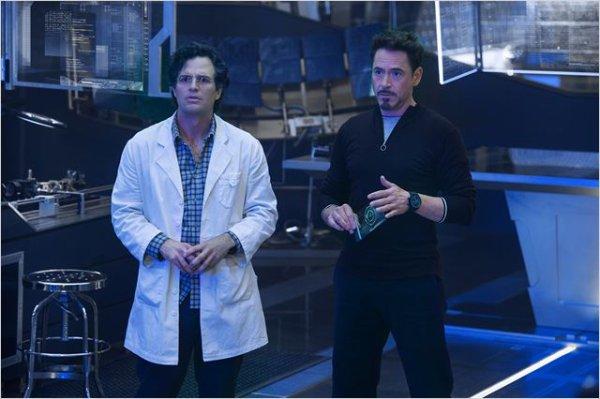 « – Si on met le marteau dans l'ascenseur ?  – Il va monter quand même.  – Mais l'ascenseur n'en est pas digne ! »