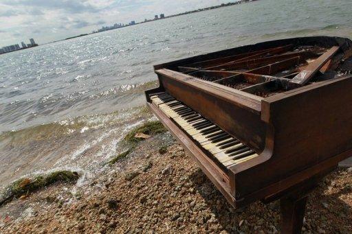 Un piano sur la mer ...