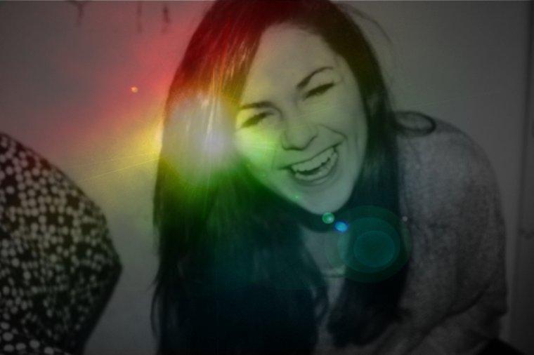 « N'attendez pas d'être heureux pour sourire, souriez plutôt afin d'être heureux. »