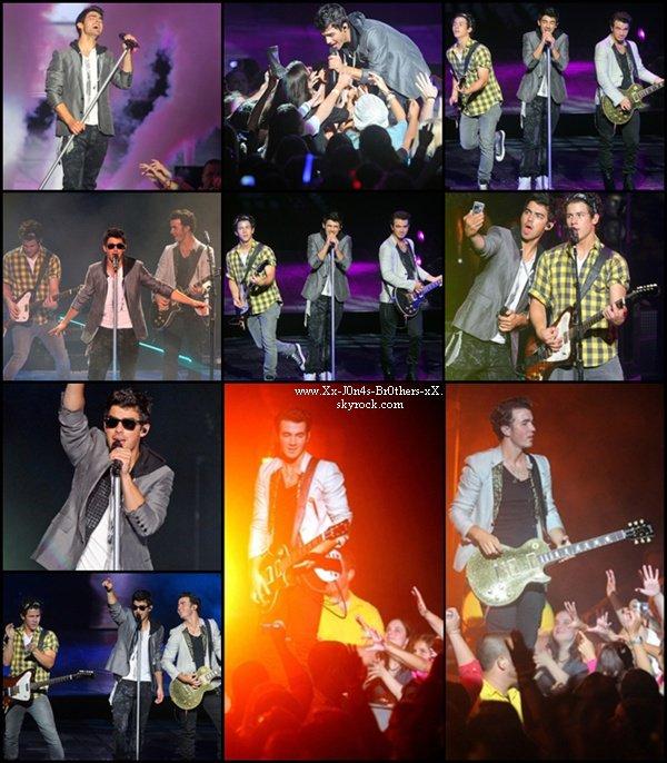 Le 25/08/2010 : Les Jonas Brothers en concert dans le Massachussets à Mansfield.