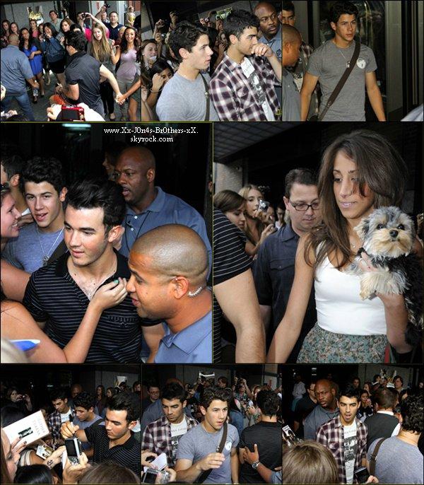 Le 04/09/2010 : Kévin, sa femme, Joe et Nick de retour à leur hôtel, à Montréal, Québec.