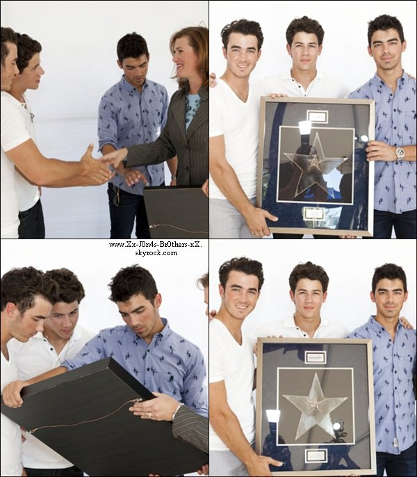 "Le 14/09/2010 : Joe et Denise à l'hopital d'Arizona pour ""Change for the children"".   Le 14/09/2010 : Les Jonas Brothers ont reçu un prix ""Make a wish"".  Le 15/09/2010 : Kevin et Danielle à DisneyLand.   Le 15/09/2010 :  Joe au magasin ""American Rag "" dans L.A.."