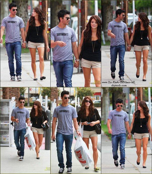 Le 28/09/2010 : Joe et Ashley retournent à leur voiture après avoir était au Walgreen's à Los Angeles. Puis ils ont étaient à l'anniversaire de Frankie pour ses 10 ans !
