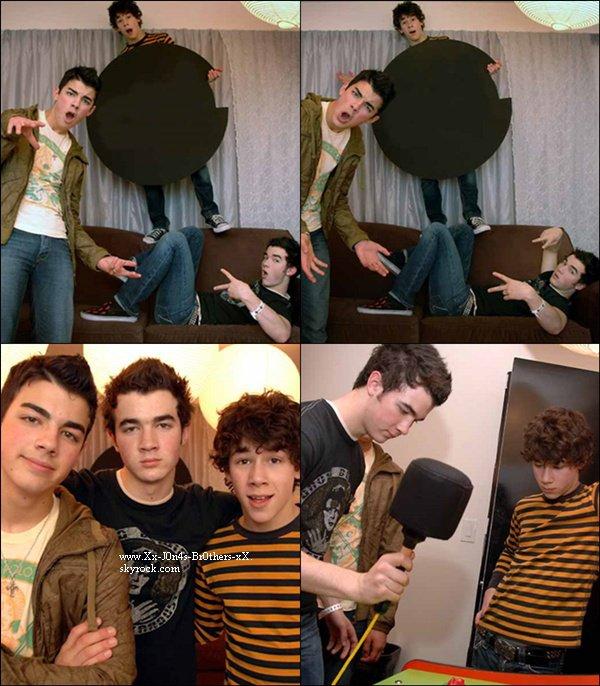 Découvrez ou redécouvrez un photoshoot des Jonas Brothers datant de 2004. Vos avis ?