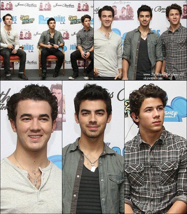 Le 24/10/2010 : Les Jonas Brothers ont donné une conférence de presse au Mexique.