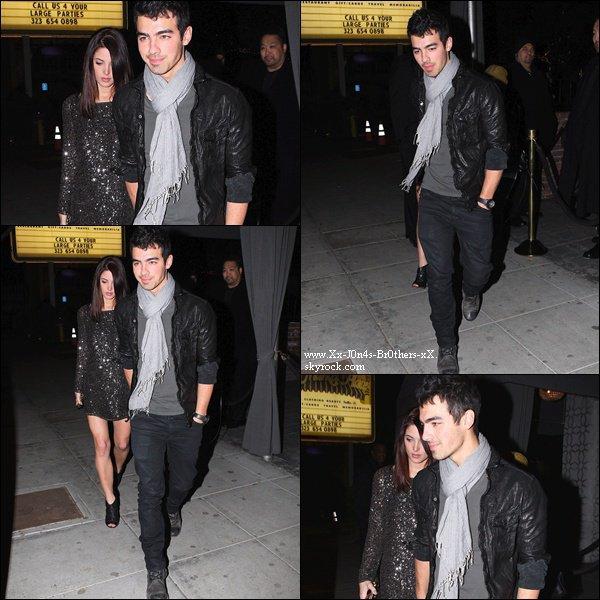 """Le 30/11/2010 : Nick arrivait à un studio d'enregistrement après une séance de gym.   Le 30/11/2010 : Jashley (encore) sortant du club """"Voyeur"""" à Los Angeles."""