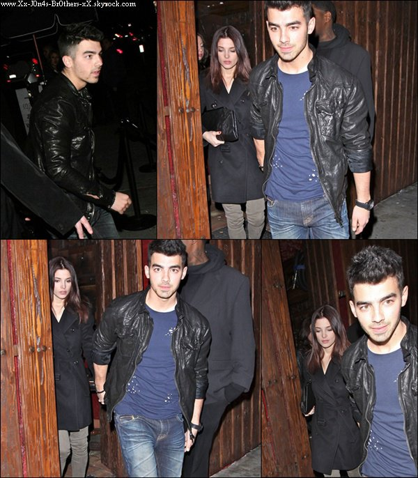 Le 30/12/2010 : Joe et Ashley (pour pas changer) sortant du Premier Nightclub à Hollywood.