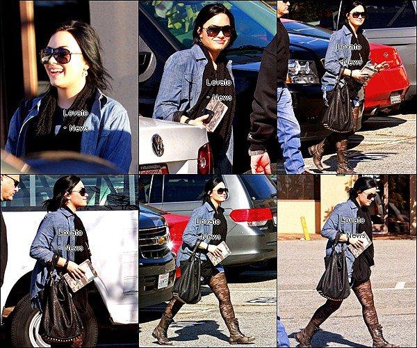"""Demi est allée à la clinique """" New Journey """" pour troubles alimentaires à Santa Monica ce 31 Janvier ."""