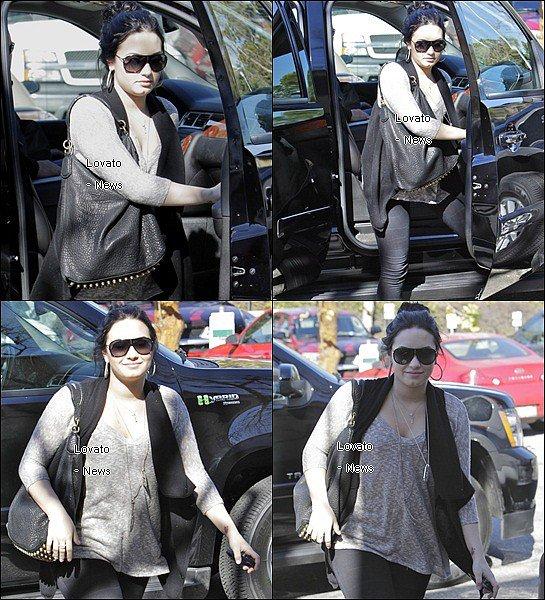 """Demi se rendant encore au """" New Journey """" ce 3 Février ."""