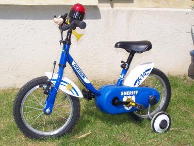 6a86d94aad0e6 Vélo enfant Shériff de Décathlon - Tout pour bébé