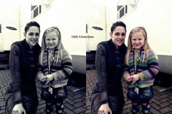 24/01/12: Kristen et une jeune fan sur le Set de SWATH.