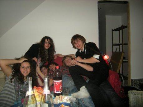Cette belle photo ,elle à été prise en décembre 2009 ,c'était une petite soirée magnifique.Pour l'anniversaire à Victor'.J'en ai pas perdu une miette .