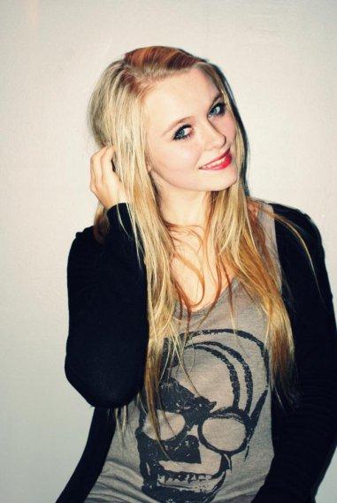 Cassandra Messchel.