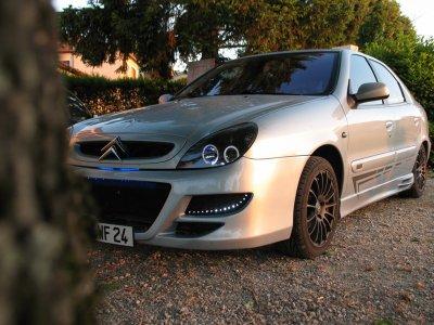 Pose des bas de caisses et d'un styckers qui rapel le logo Citroën !!!!!!!!!!!