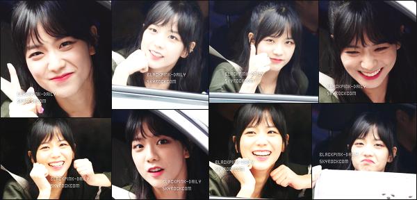 ----------------  07/01/18 :  Mlle Jisoo a été aperçue arrivant/quittant dans sa voiture dans les studios du show   Inkigayo - Séoul.   Elle est   mimi, elle est dans sa voiture elle prend du temps à parler avec les fans qui l'on attendu toute la journée. Top pour ses cheveux. ----------------