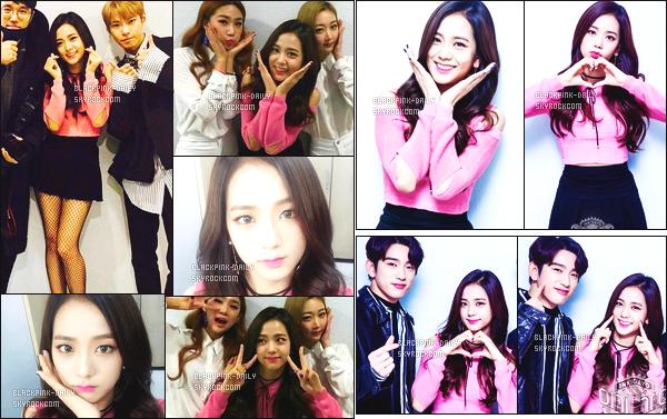 ----------------  05/02/17 :    Jisoo a été photographiée en plein performance lors du grand et célèbre show   « Inkigayo »   -  à Séoul.  Elle est accompagnée de Jinyoung (GOT7) et de Doyoung (NCT). Je suis vraiment fan de cette tenue rose. Elle est assez belle. J'adore. ----------------