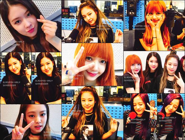 ----------------  •  Deux photos personnelles  de nos princesses BlackPink   mis en ligne sur leur compte partagé sur Instagram.   Juillet 2017 -  Les filles dans l'émission de radio Power Time de Choi Hwa Jung. Jennie est trop mignonne j'adore beaucoup cette coiffure.  ----------------