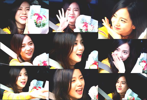 ----------------  27/03/17 :  Mlle Jisoo a été aperçue arrivant/quittant dans sa voiture dans les studios du show   Inkigayo - Séoul.   Elle est   adorable, elle est dans sa voiture elle prend du temps à parler avec les fans qui l'on attendu toute la journée. Top pour ses ongles. ----------------