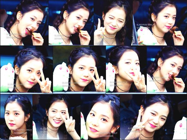 ----------------  02/04/17 :  Mlle Jisoo a été aperçue arrivant/quittant dans sa voiture dans les studios du show   Inkigayo - Séoul.   Elle est   adorable, elle est dans sa voiture elle prend du temps à parler avec les fans qui l'on attendu toute la journée. Top pour ses cheveux. ----------------