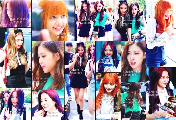 ----------------  06/07/17 :     Dans la journée,   BlackPink allant ensemble dans l'émission de radio SBS Cultwo Show - dans Seoul.  Alors j'adore toutes les tenues de BlackPink mais j'ai un coup de coeur pour la tenue de Jennie. J'adore   son noeud dans les cheveux.  ----------------