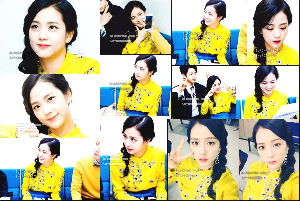 ----------------  12/03/17 :    Jisoo a été photographiée en plein performance lors du grand et célèbre show   « Inkigayo »   -  à Séoul.  Elle est accompagnée de Jinyoung (GOT7) et de Doyoung (NCT). Je suis vraiment fan de cette tenue jaune. Elle est assez belle. J'adore.  ----------------